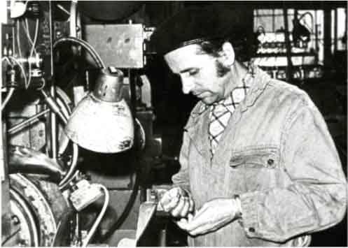 Portret pracownika Fabryki w Latach 40-tych